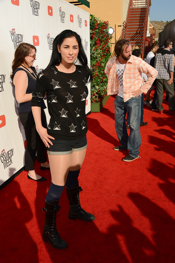 """sarah silverman on the red carpet at the YouTube Comedy Week """"The Big Live Comedy Show"""" Photo Gallery! Ryan Phillippe! Andy Samberg! Seth Rogan! Sarah Silverman! Jack McBrayer! Jeff Ross! Vince Vaughn! Tim & Eric! And More!"""