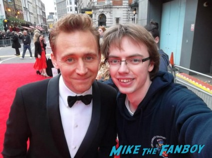 tom hiddleston signing autographs at the The olivier awards red carpet 2013 with daniel radcliffe kim cattrall rre signing autographs