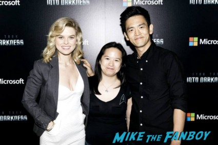John cho and alice eve signing autographs for fans star trek into darkness photo rare hot