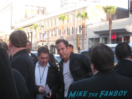 will arnett signing autographs at the Arrested_Development_premiere
