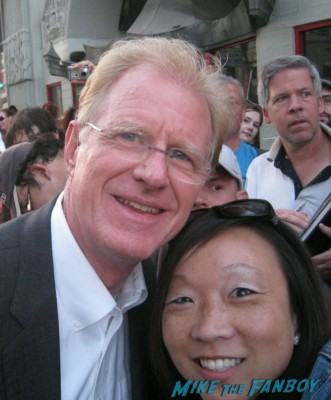 ed begley jr.  signing autographs at the Arrested_Development_premiere