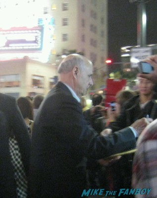jeffrey tambor  signing autographs at the Arrested_Development_premiere