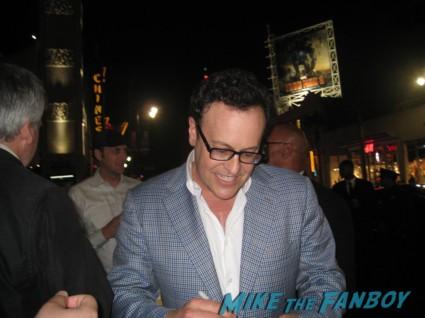 jeffrey tambor  signing autographs at the Arrested_Development_premiere