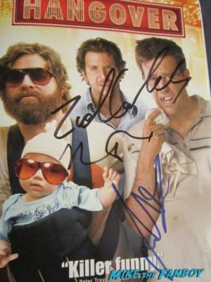 Cast signed autograph hangover dvd cover rare promo bradley cooper justin bartha hot rare auto