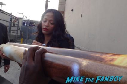 zoe saldana signing autographs for fans rare uhura star trek into darkness hot