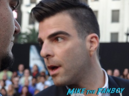 zachary quinto signing autographs at star trek into darkness movie premiere signing autographs chris 017