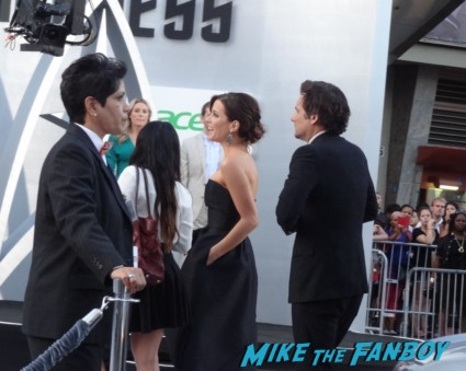 kate beckinsale at star trek into darkness movie premiere signing autographs chris 017