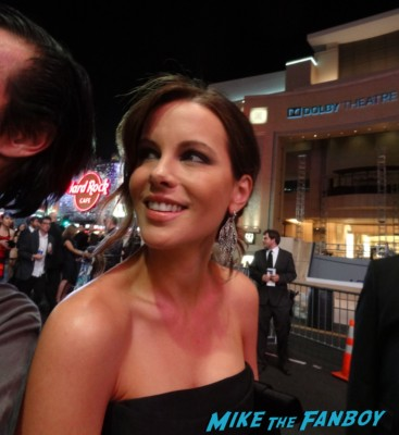 sexy kate beckinsale signing autographs for  fans star trek into darkness movie premiere signing autographs chris 128