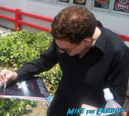 charles Fleischer signing autographs for fans roger rabbit Pink's Hot Dog roger rabbit dedication ceremony charles Fleischer signing autographs