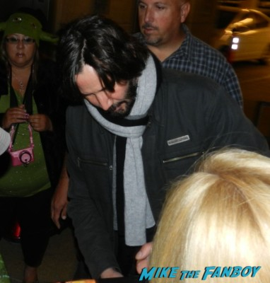 Keanu Reeves signing autographs for fans the matrix star hot sex promo photo rare chain reaction the matrix