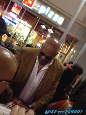 Ken foree signing autographs for fans lords of salem movie premiere