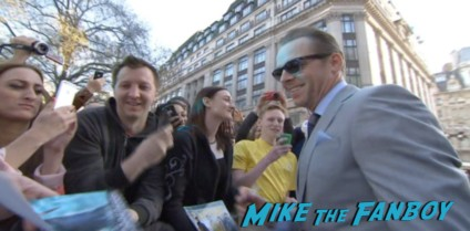 simon pegg signing autographs Star Trek into darkness london movie premiere chris pine zachary quinto hot sexy photos