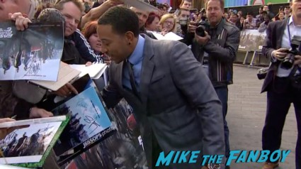 Ludacris signing autographs Fast And Furious 6 London UK Premiere Report & Photo Gallery! Paul Walker! Luke Evans! Vin Diesel! Michelle Rodriguez! Jordana Brewster! Ludacris! Tyrese! Autographs! Photos! And More!