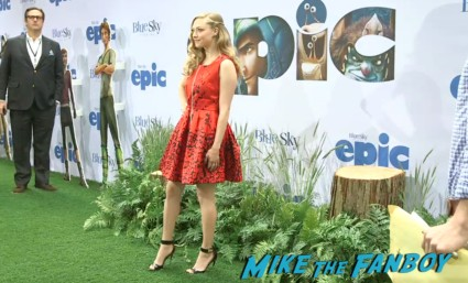 Amanda Seyfried red carpet Epic World Movie Premiere Photo Gallery! Colin Farrell! Amanda Seyfried! Jason Sudeikis! Chris O'Dowd! Kyle MacLachlan! MTF On The Red Carpet!