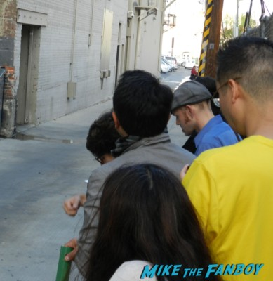 ethan hawke signing autographs for fans 001