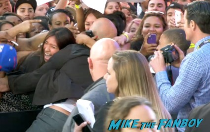vin diesel on the red carpet  signing autographs at fast and furious 6 premiere red carpet vin diesel signing autographs (23)