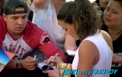 michelle rodriguez signing autographs at fast and furious 6 premiere red carpet vin diesel signing autographs (23)