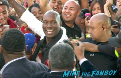 tyrese  signing autographs at fast and furious 6 premiere red carpet vin diesel signing autographs (23)