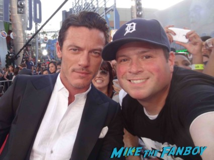 luke evans signing autographs fast and furious premiere los angeles vin diesel hot (12)