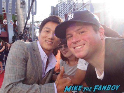 Sung Kang signing autographs at the fast and furious premiere los angeles vin diesel hot (13)
