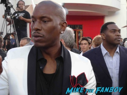 tyrese signing autographs at the fast and furious premiere los angeles vin diesel hot (7)