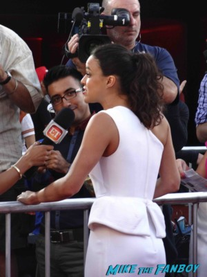 michelle rodriguez signing autographs fast and furious premiere los angeles vin diesel hot (9)