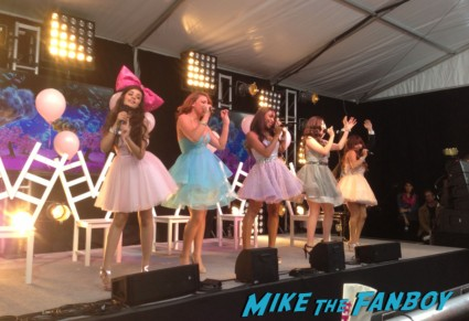 fifth harmony performing at the fox fanfront 2013 signing autographs david borenaz (6)