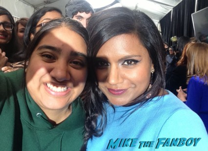 mindy kaling signing autographs for fans fox fanfront 2013 signing autographs david borenaz (9)