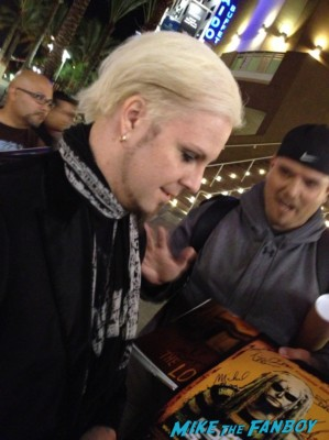 john 5 signing autographs for fans lords of salem movie premiere
