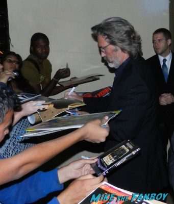 kurt russell signing autographs for fans hot sexy jack burton 017