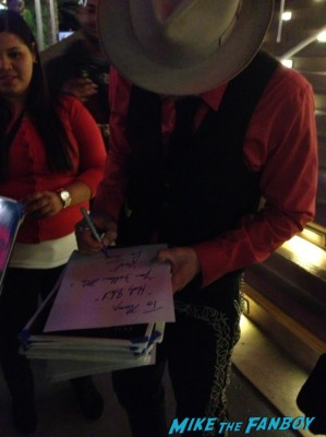 rob zombie signing autographs for fans lords of salem movie premiere