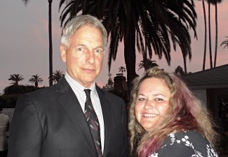 Mark Harmon signing autographs for fans rare photo flop rare