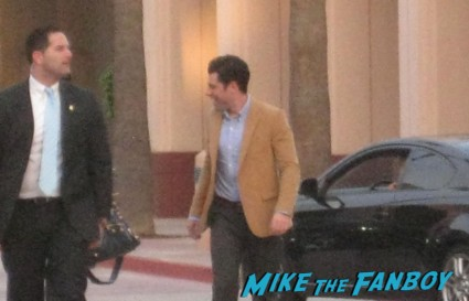 Max Greenfield signing autographs at new girl cast q and a rare new girl cast signing autographs jake johnson (1)