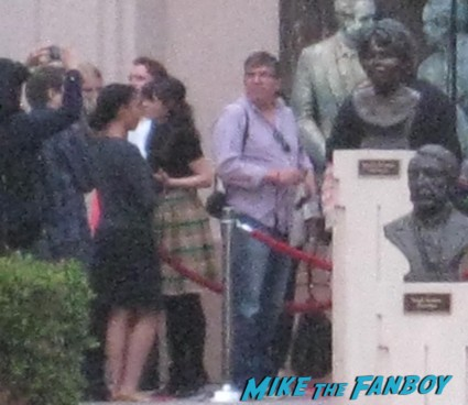 zooey deschanel dissing fans signing autographs at new girl cast q and a rare new girl cast signing autographs jake johnson (1)