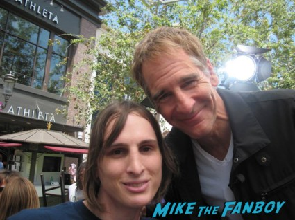 scott bakula siging autographs for fans (1)