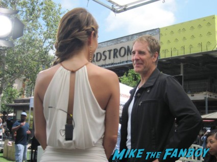 scott bakula siging autographs for fans (3)