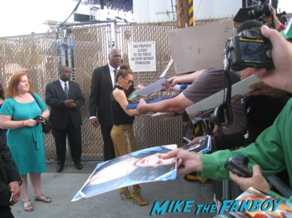 sexy alyssa milano signing autographs for fans (11)
