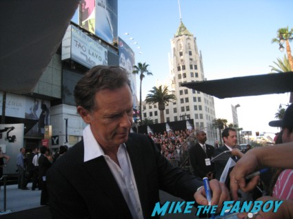 bruce greenwood signing autographs at the  arriving to the star trek into darkness los angeles premeire chris pine zoe saldana