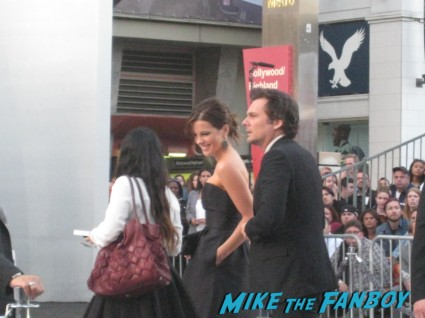 kate beckinsale signing autographs at the  arriving to the star trek into darkness los angeles premeire chris pine zoe saldana