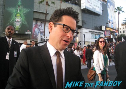 j.j. abrams signing autographs at the  arriving to the star trek into darkness los angeles premeire chris pine zoe saldana