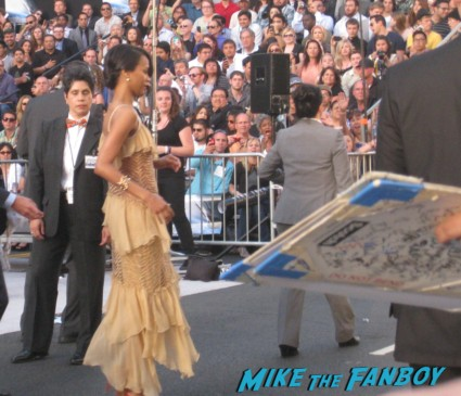 zoe saldana hot sexy  signing autographs at the  arriving to the star trek into darkness los angeles premeire chris pine zoe saldana