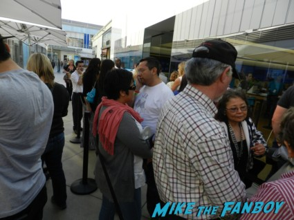 the line up at the microsoft store star trek into darkness movie premiere signing autographs chris 002