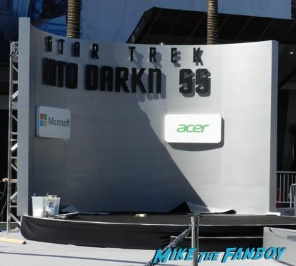 star trek into darkness movie premiere signing autographs chris 002