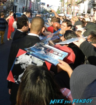 J.J. Abrams signing autographs at star trek into darkness movie premiere signing autographs chris 017