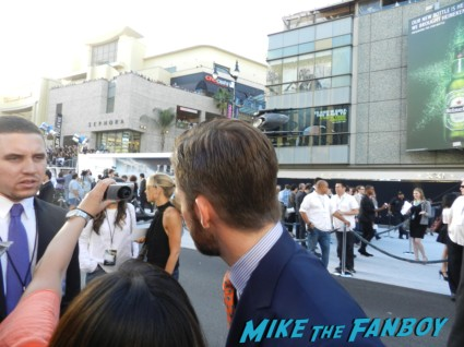 Chris Pine signing autographs at star trek into darkness movie premiere signing autographs chris 017