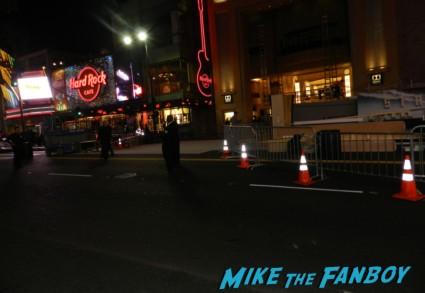 star trek into darkness movie premiere signing autographs chris 124
