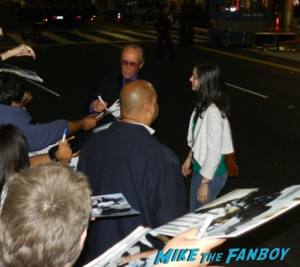 Peter Weller signing autographs star trek into darkness movie premiere signing autographs chris 128