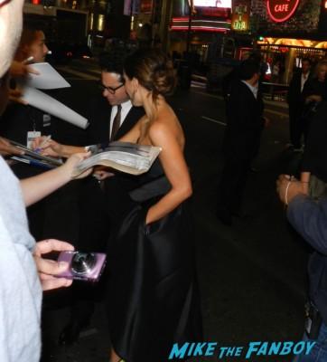 kate beckinsale and jj abrams sign autographs for  fans star trek into darkness movie premiere signing autographs chris 128