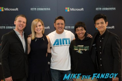 russell fan photo with Simon Pegg John Cho alice eve rare photo opp star trek into darkness microsoft store autograph signing and photo pop