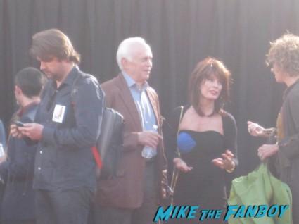the internship movie premiere red carpet vince vaughn owen wilson signing autographs (3)